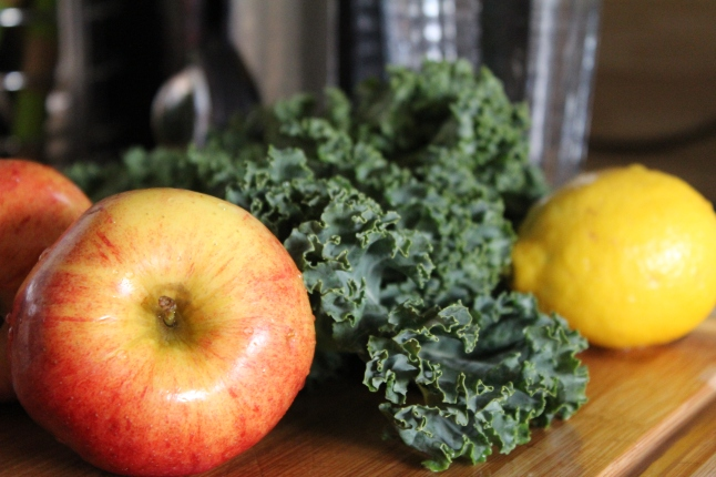 Apple Kale Lemon Juicing